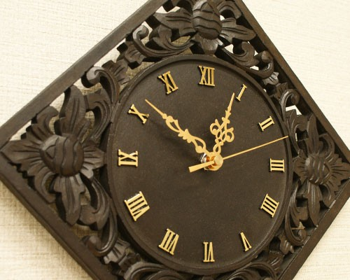 アジアン レリーフ 木製 壁掛け時計 D