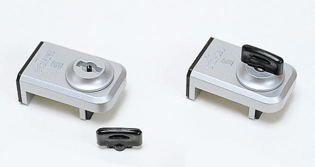 防犯 窓ロック 防犯グッズ 窓のカギ 鍵 ウインドロック シルバー カギ付き 上枠・下枠兼用 サッシ用補助錠