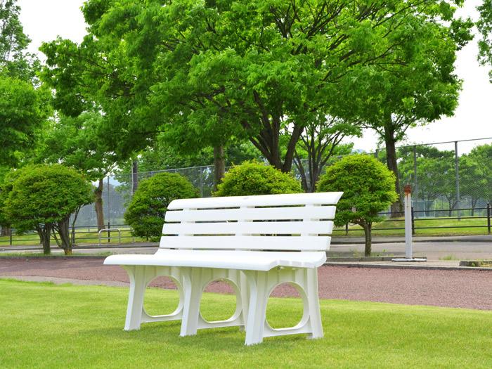 ガーデン ベンチ Lベンチ 2人掛け 椅子 幅145.5×奥行52×高さ73.4cm ポリプロピレン樹脂 ホワイト 白 1脚単位 軽量 屋外 雨ざらし 組み立て式 おしゃれ【代引不可】