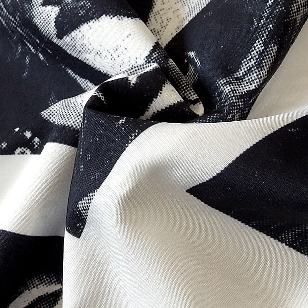 KISS キッス シャツ 半袖シャツ グッズ メンズ ホワイト 総柄 プリント 派手 ボタン ハワイアンシャツ アロハシャツ バンド