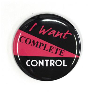 バッジ/COMPLETE CONTROL(54mm)