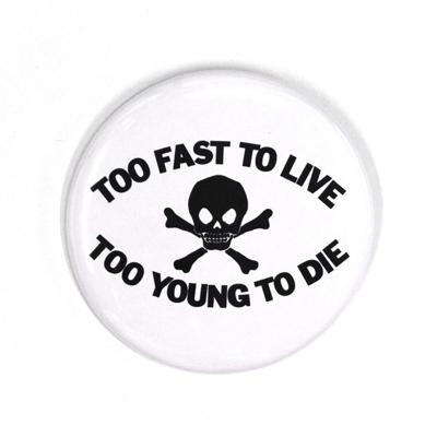 バッジ/TOO FAST TO LIVE(25mm)