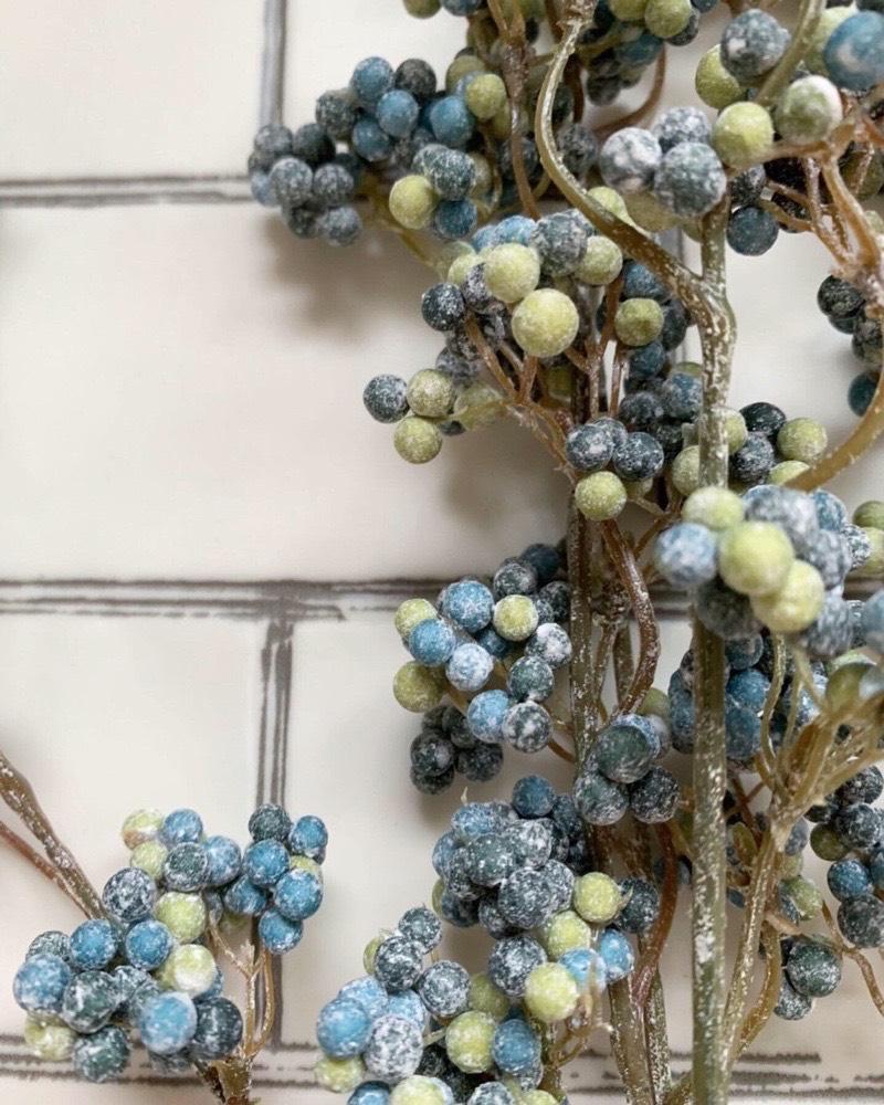 いろんな色の実の枝