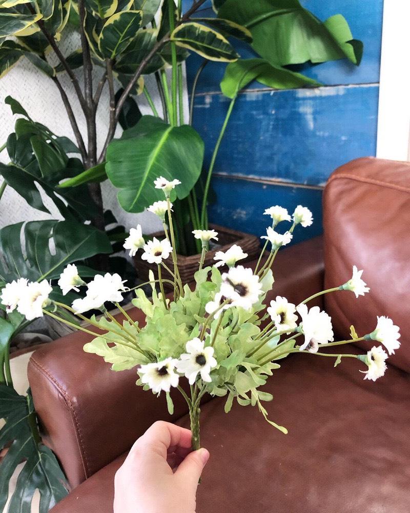 道端に咲く小花(ホワイト)