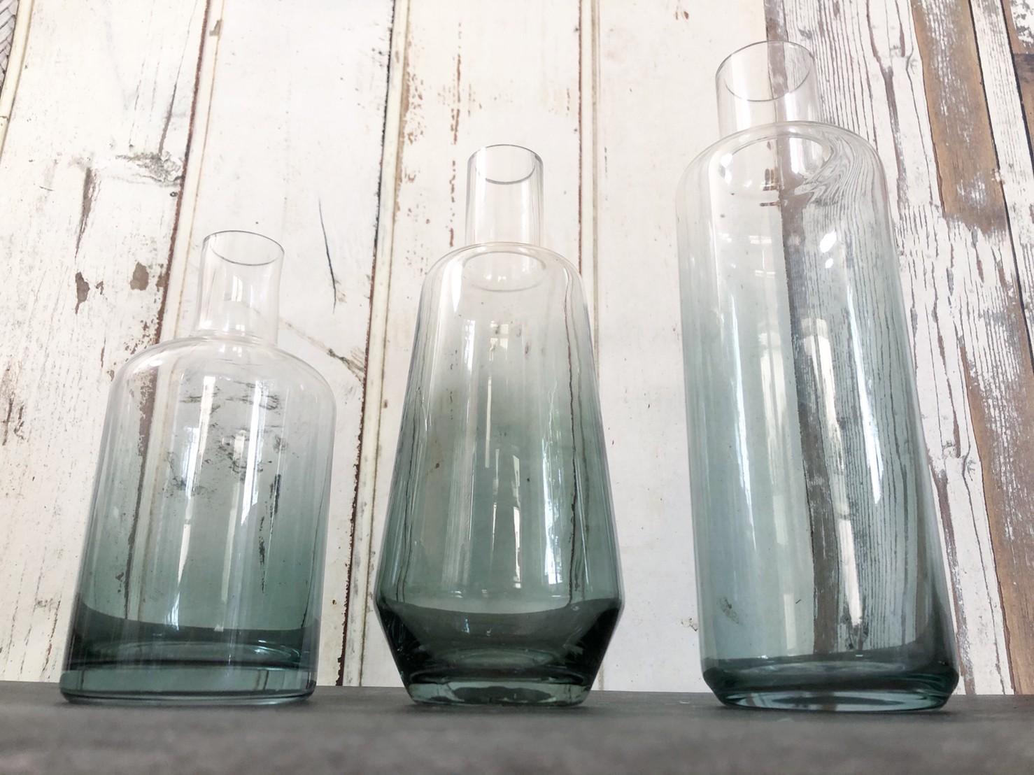 ブルーグラデのガラス瓶(高さ20.5�)