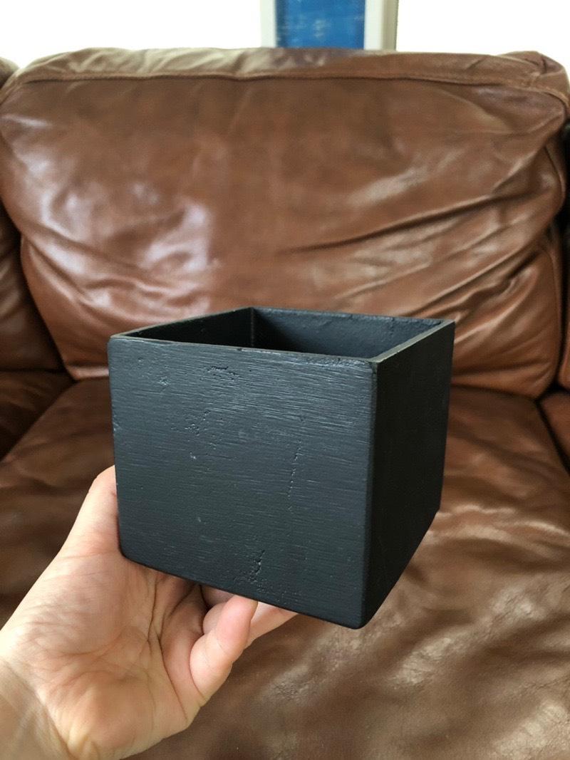 キューブ型の鉢 (ブラック)