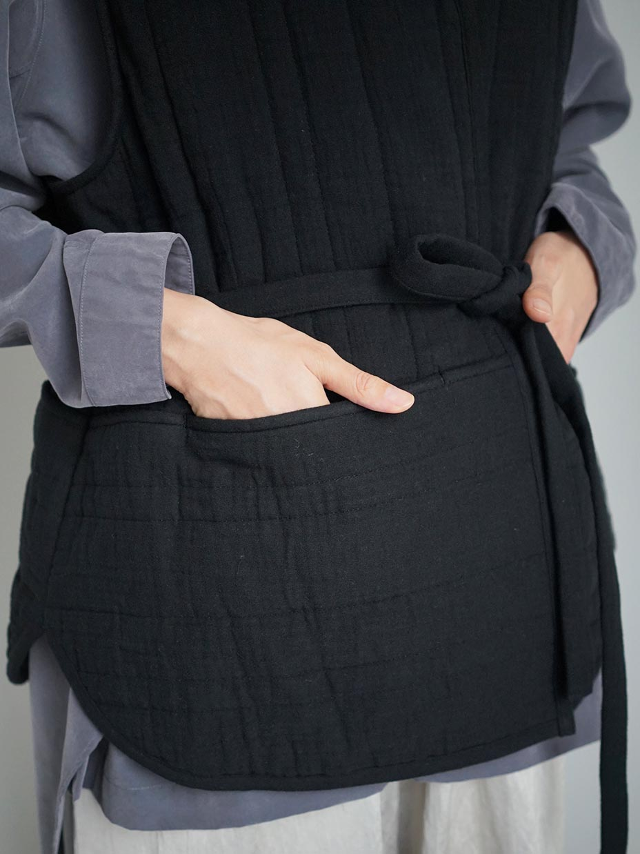 "amiu.c / Triple Gauze Quilted Over Vest ""BLACK"""