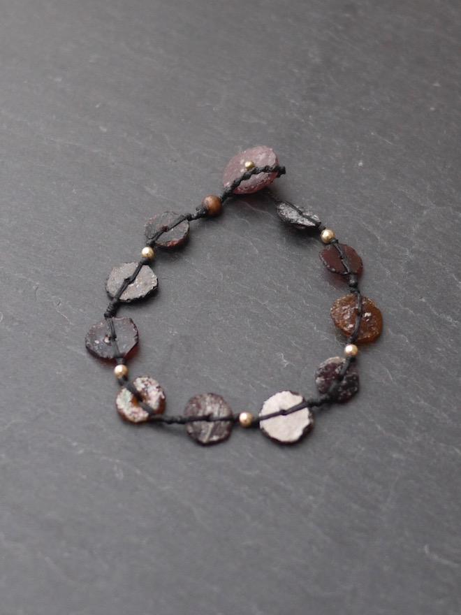 "yasuhide ono /  bracelet black ""roman glass"""