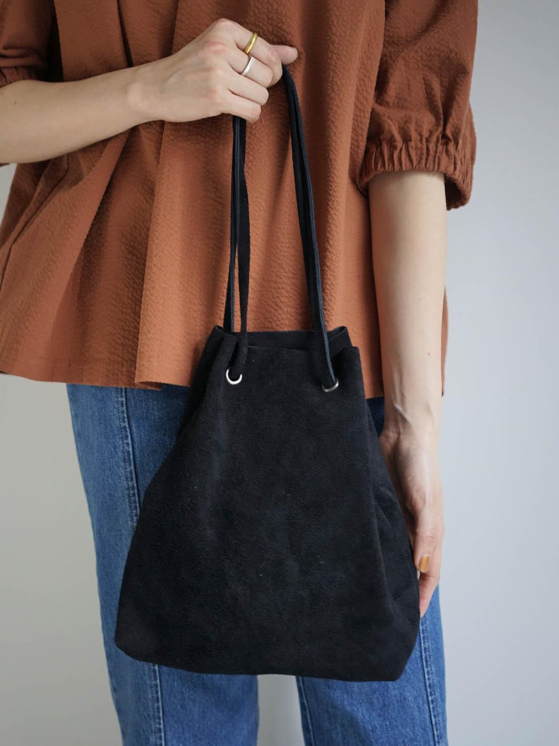 gesture / drawstring pouch