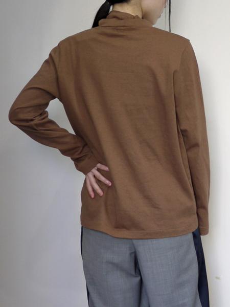 "Vlas Blomme ""&12Linen"" / ハイネック長袖TEEシャツ ""CAMEL"""