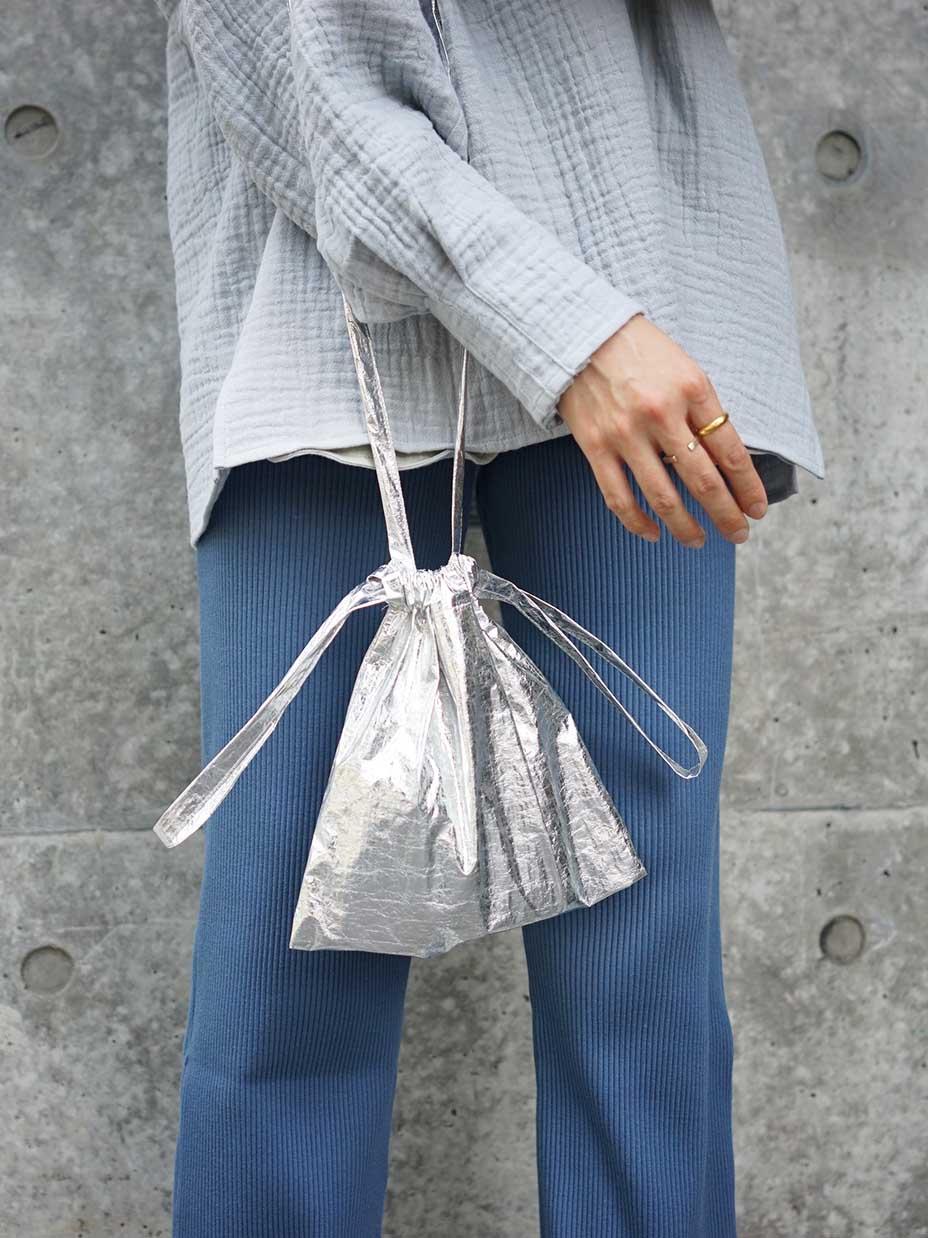 "formuniform / drawstring bag + strap  XS ""metal(silver)"""