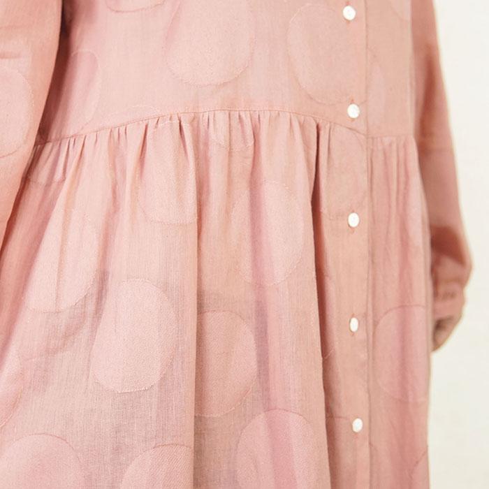 「まる」が可愛い、ジャカード織りのドット柄ワンピース(ピンク)