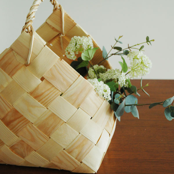 Fire Wood Basket(ファイアーウッド・バスケット)カゴ・持ち手付/松(パイン)/エストニア製/ハンドメイド