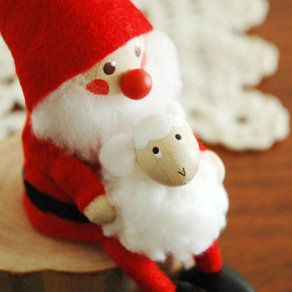 白羊を抱いたサンタ NORDIKA design(ノルディカ・デザイン)サンタクロース エストニア・ハンドメイド木製オブジェ・置物