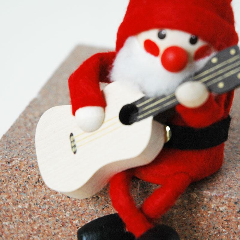 ギターを持ったサンタ サンタクロースNORDIKA design(ノルディカ・デザイン)エストニア・ハンドメイド木製オブジェ・置物