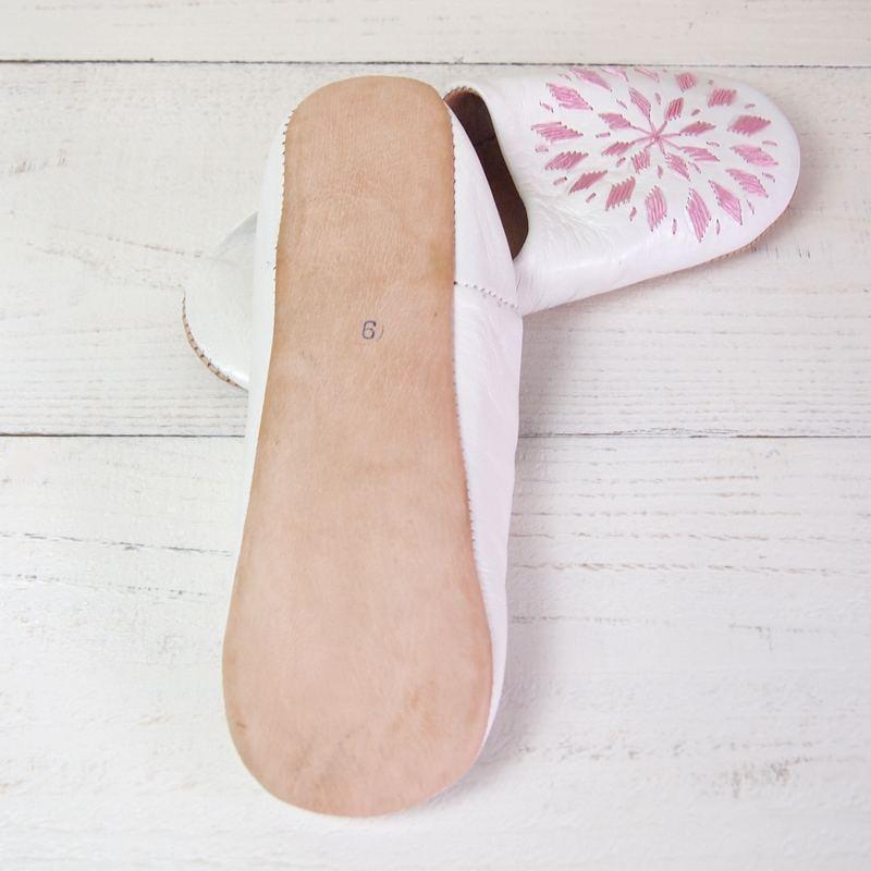 Morocco Babouche バブーシュ 刺繍 白×薄ピンク