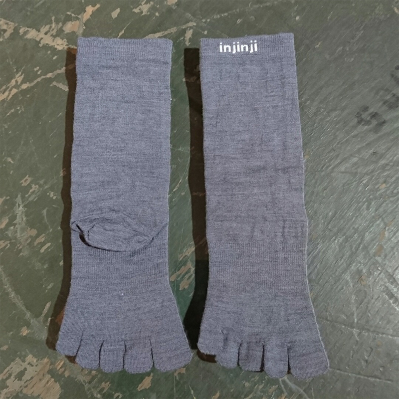 【injinji】LINER / Crew - NuWool [Charcoal][ふくらはぎ丈][ネコポス/レターパック対応]