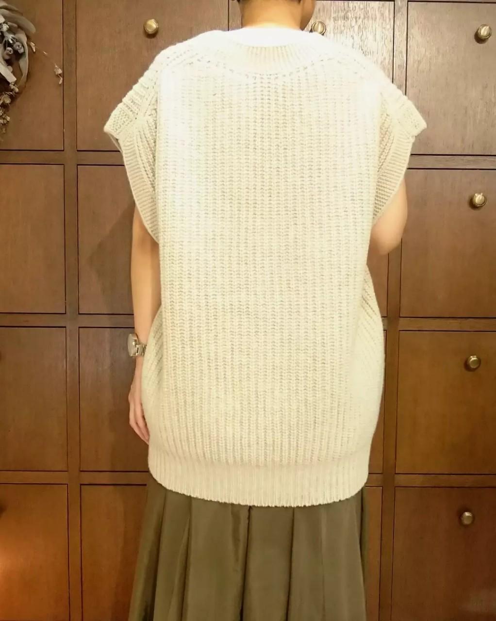 【Emmaculate】ローゲージVネックベスト