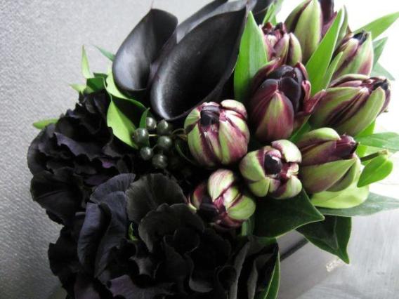 紫黒檀 - shikokutan【2月の花】黒好きにはたまらない!モダンシックなフラワーアレンジを2月のみの限定販売です。 [ アレンジメント L size ] ◆季節限定 2月◆