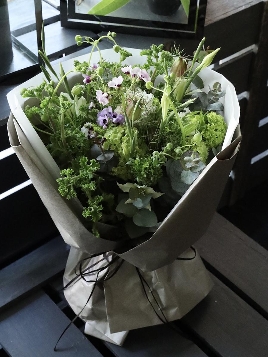 Mother's Day 2021 緑衫 rokusou 旬の素材をたっぷりと使ったフレッシュグリーンブーケを母の日に [ 特選花束 ]