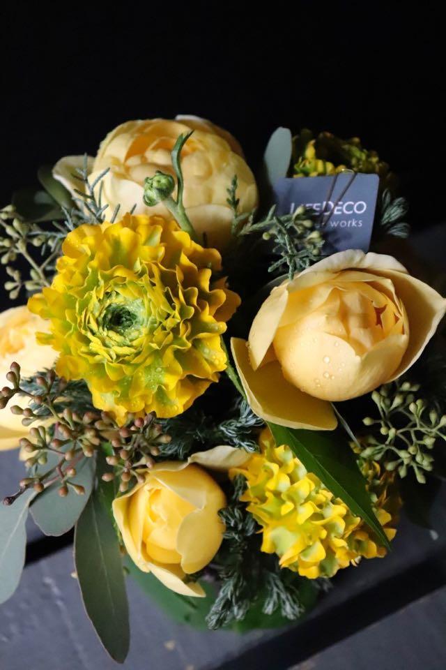 黄翠 ~ 光の象徴と言われる黄色系のローズギフト ~ [ アレンジメント M size ]