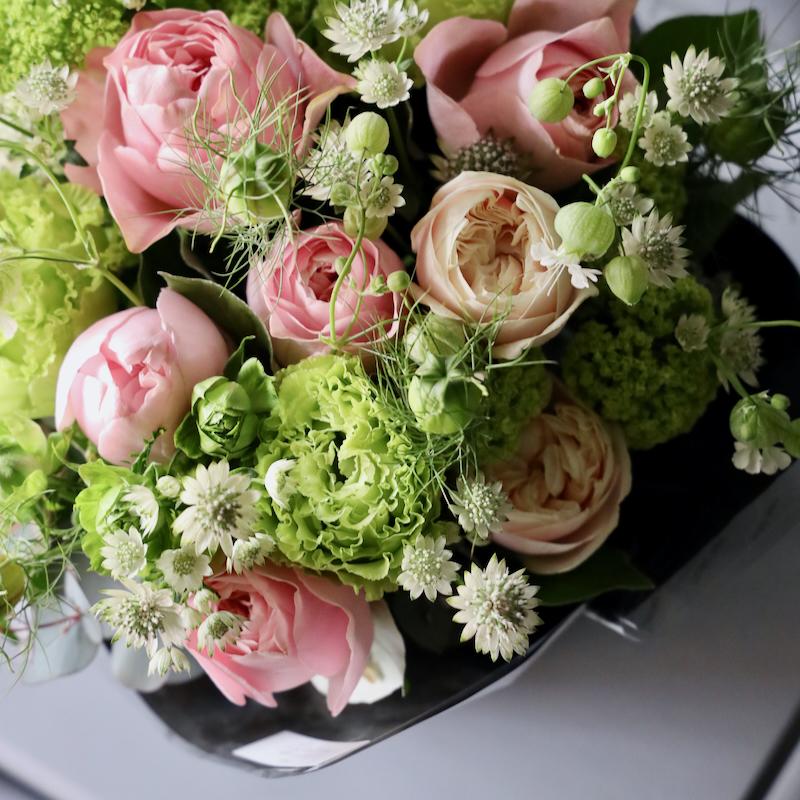 アレンジメント L 優香 yuuka 香りのバラが咲き誇るフェミニンなローズギフト