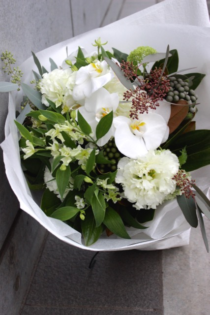 特選花束 L 白練 shironeriコチョウランを贅沢に使用した大きなブーケ 通年ギフトとしておすすめです