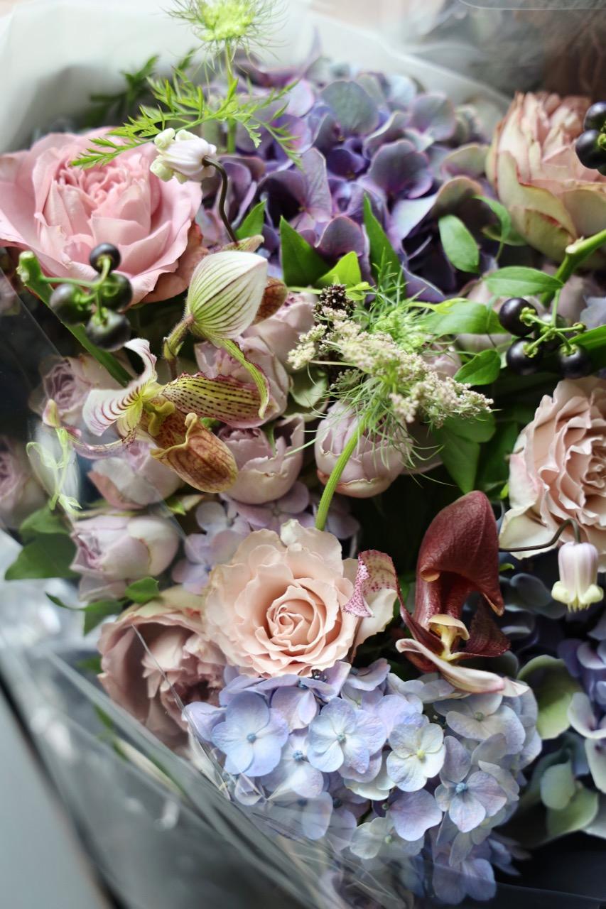 特選花束 L 骨董菫-kottousumire 生命力溢れるシャビーシックなブーケを エレガントな季節のお薦め花材で