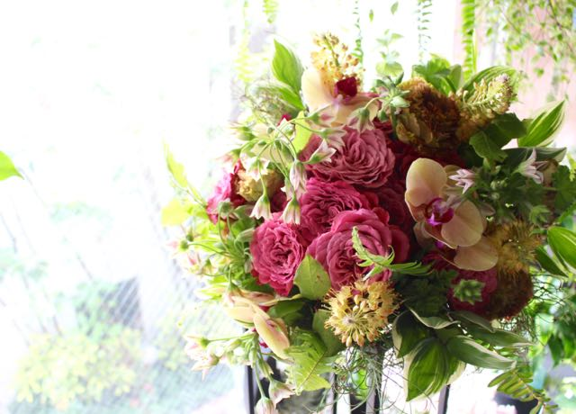 今様色 〜 野花で摘んできたかのような素朴な草花に、高級花のオーキッドを合わせました。 〜  [ 特選花束 L size ]