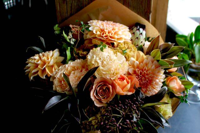 特選花束 L 琥珀 kohaku【10月の花】人気のダリアをこだわりの色合い アンバー&カーキでまとめました ★季節限定 9/20~11/10