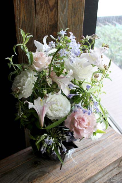 ★ 淡白磁 ~ 涼やかな印象の花々を伸びやかにアレンジしました。 ~ [ アレンジメント  Special ]  都心エリア限定配送