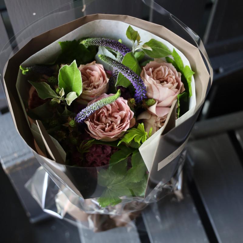 薄香 - usukou【7月の花】バラと夏の花 〜 暑い季節にも花もちが良い品種のバラと旬の花やハーブを合わせたブーケ [ 花束 M size ] ★ 季節限定  6月〜 8月