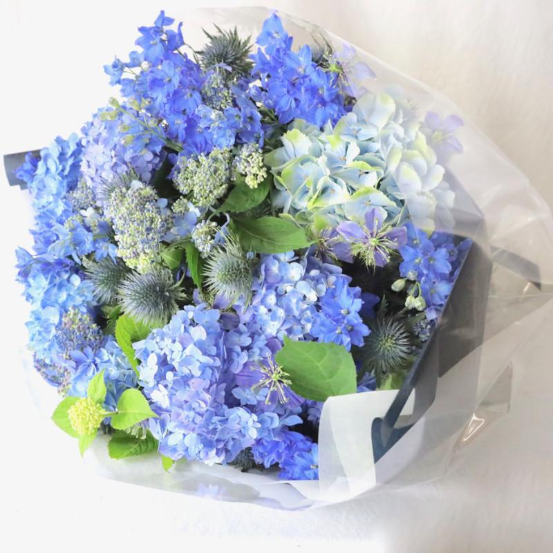 特選花束 2L 青-ao【6月の花】アジサイとデルフィニュウムに旬の小花を添えて 水や空を感じさせる潤いカラーを季節限定でお包みします ★季節限定 5/25 ~ 7/20 ★都心エリア限定配送