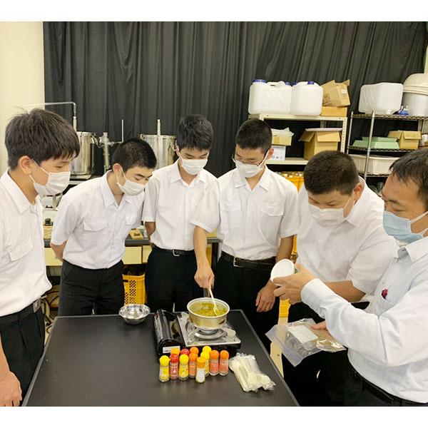 【上浮穴高校セット】まろやか高原カレーと桃太郎とまとハヤシソースのセット