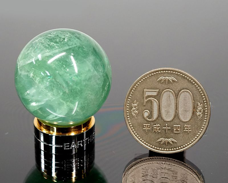 グリーンフローライト 丸玉置物 30mm玉 (EARTHIST 台座付き)