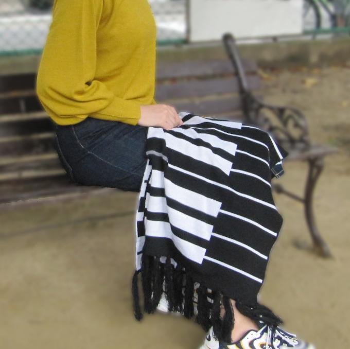 ピアノ鍵盤柄 キーボード柄 ジャンボ マフラー & ニット帽