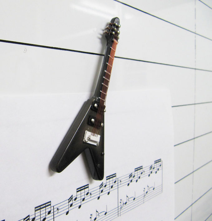エレキギター V-Black ミニチュア楽器 3Dマグネット