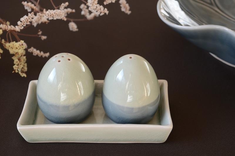 セラドン焼き 卵型 調味料入れ