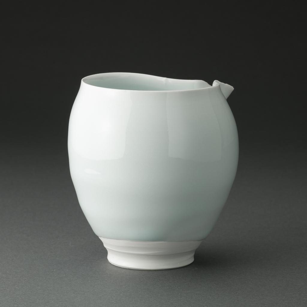 青白磁片口(加藤委)Bluish White Porcelain Sake Carafe(Tsubusa Kato)