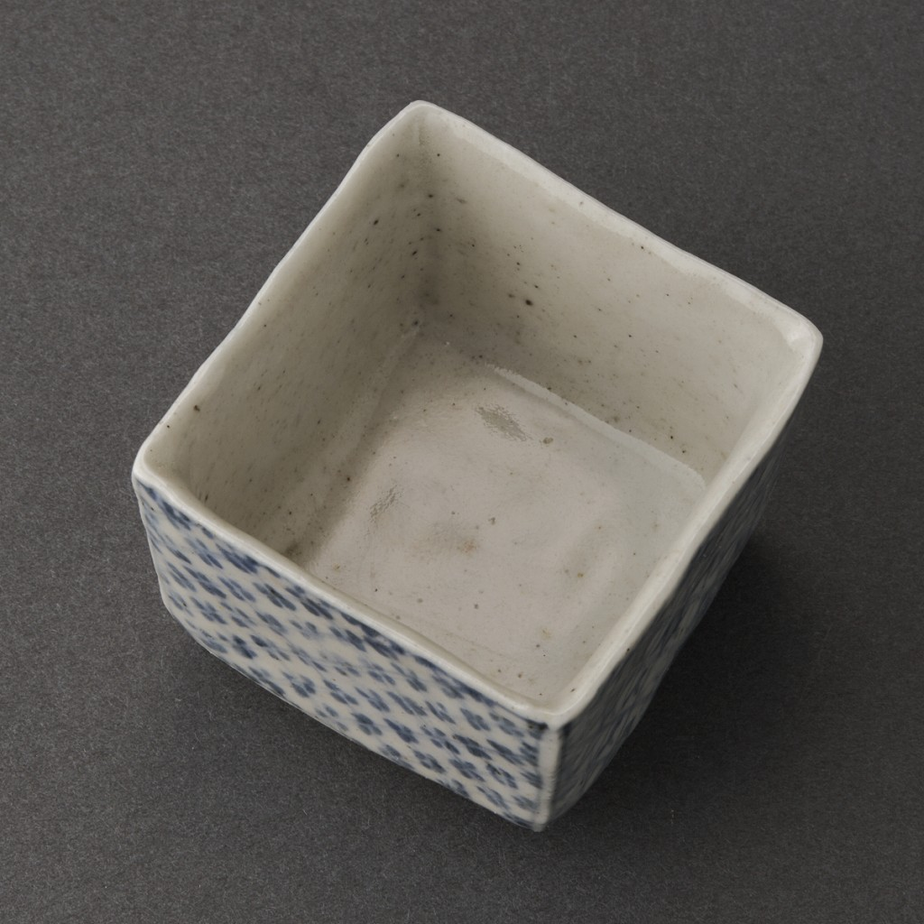 染付四方盃(丸田宗一廊)Blue Painting porcelain Sake Cup(Soichiro Maruta)