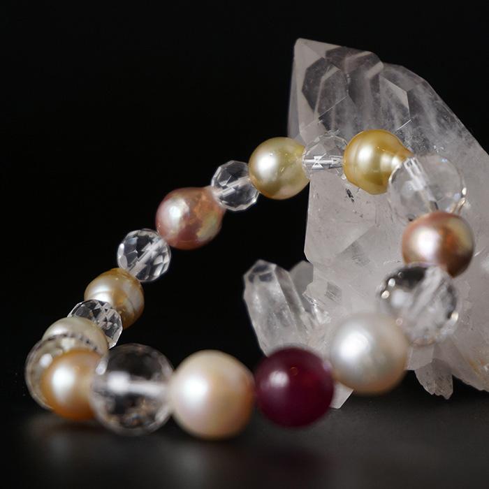 ルビー・パール・カット水晶のブレスレット