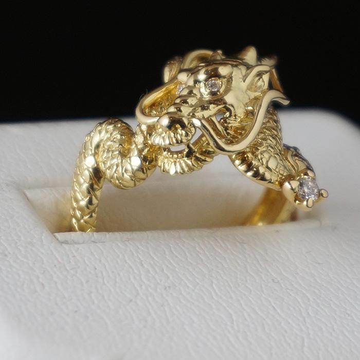【18K】ダイヤを持った龍のリング(中)