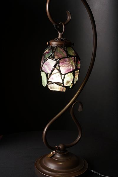 【落ち込み・疲れの改善に】フローライトの天然石ランプ