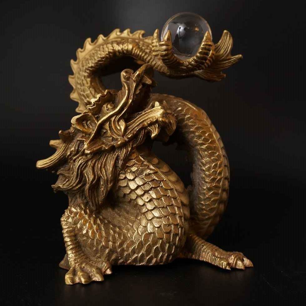 古代勝龍(水晶を持った龍の置物)