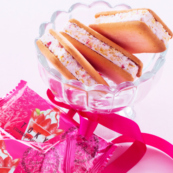 東京BakedBase|イチゴパフェサンドクッキー 5個入<ベイクドベース 内祝 お土産 洋菓子 焼菓子>(宅急便発送) proper