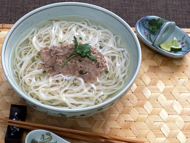 【冷凍】アジアンヌードル 平麺(フォー) 200G 5食入