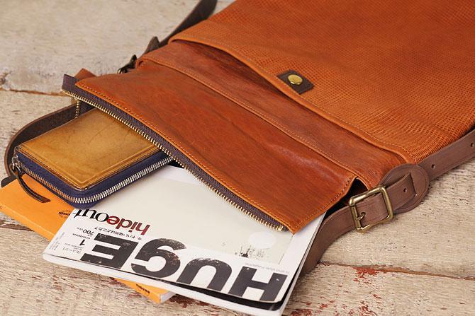 パンチング 馬革 ショルダーバッグ メンズ IRREGULAR 71670 タンデム オールド スクール 薄マチ縦型 A4サイズ