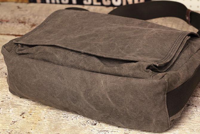 A4サイズの かぶせショルダーバッグ 備長炭染めハンプ バギーポート baggy port kon 2061