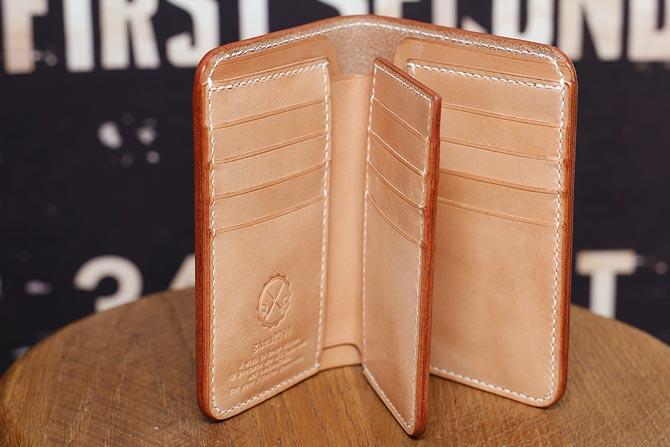 ヌメ革 二つ折り メンズ 財布 小銭入れなし 手縫い ミドルウォレット 栃木レザー