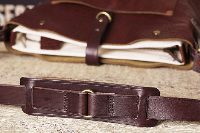 渋み溢れるシュリンクレザー ショルダーバッグ メンズ タンデム SHOVEL ショベル 72170 B5サイズ
